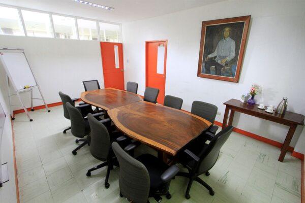 yen-board-room-img-2