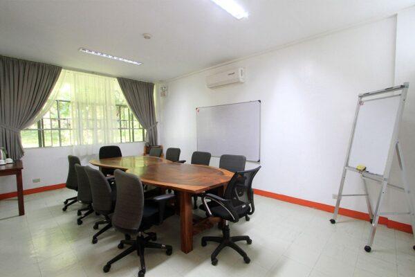yen-board-room-img-3